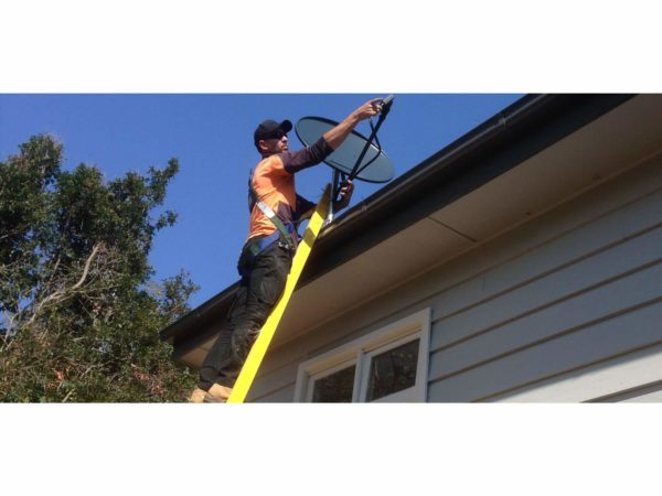 saurya-safety-corrosion-master-extension-ladder-application-dish
